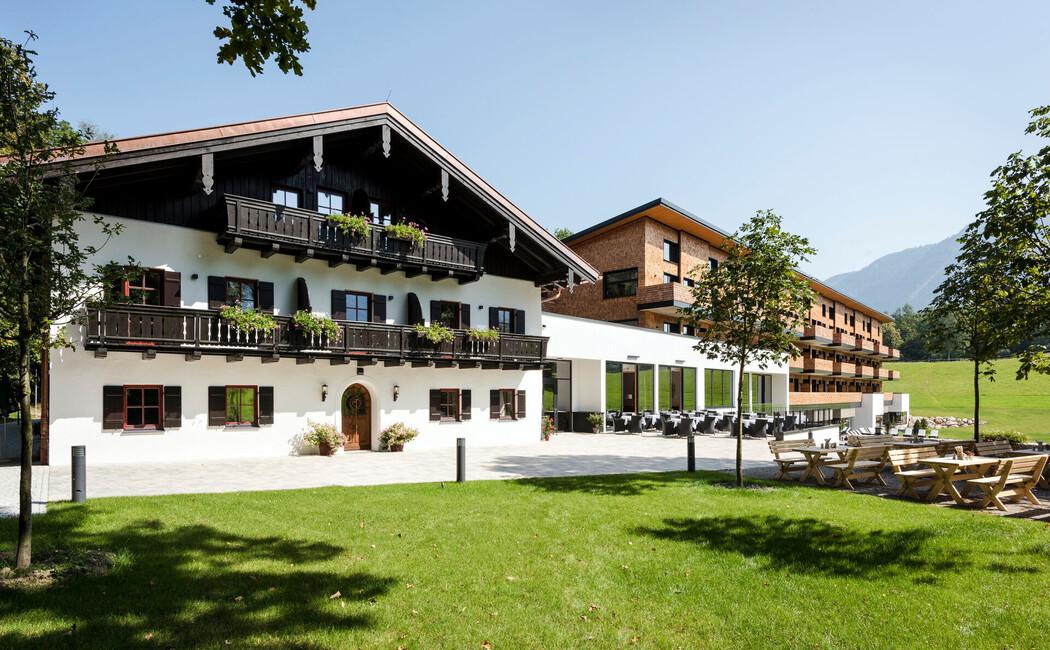 Außenansicht des alten Klosterhof und des Neubau