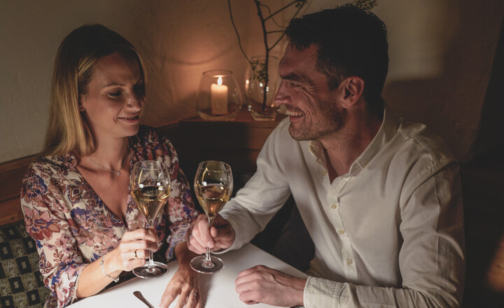 Gourmet & Wein beim Candle-Light Dinner im Honeymoon-Urlaub in Bayern